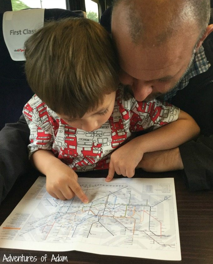 Reading the London underground map