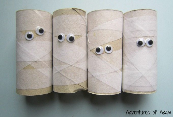 Halloween cardboard tube mummies