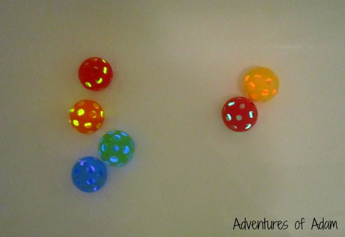 Bath play Glow in the dark balls
